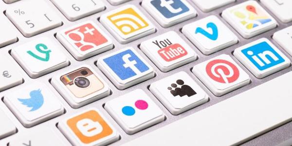 ¿A qué hora debo publicar en mis redes sociales?